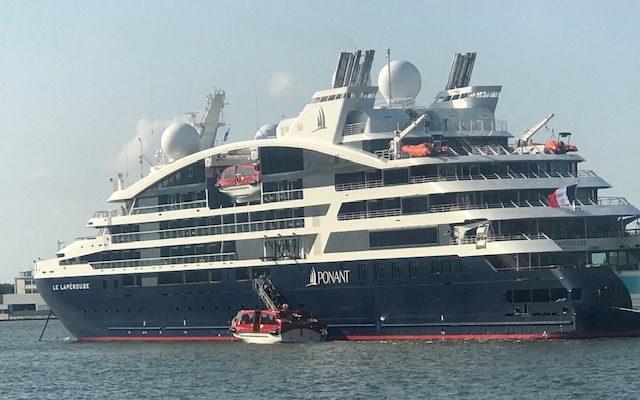 Cruisetoeristen Weggegjaagd Door Stadsbestuur