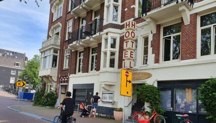Het Ene Hotel Dicht,hetandere Mag Groter