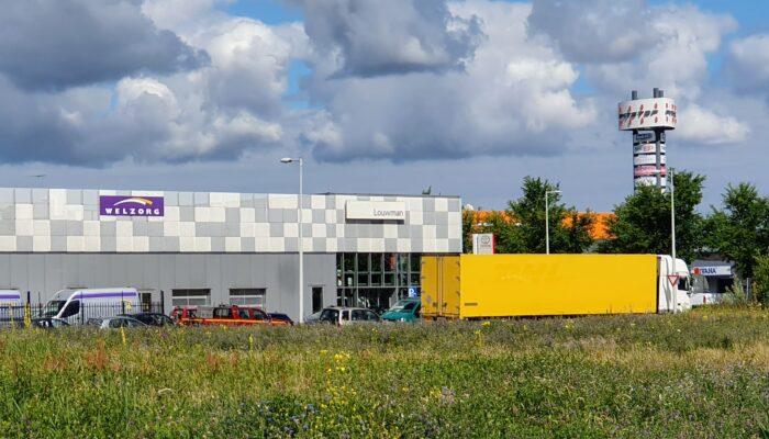Elektrische Zonnebloemauto Te Huur In Nieuw-West