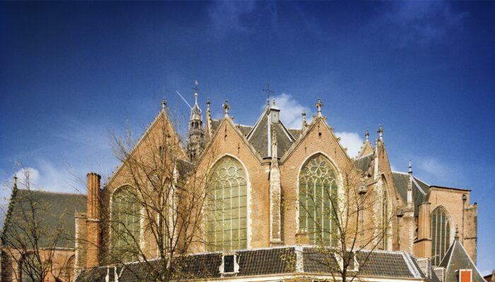 Graf In Oude Kerk Beschermd