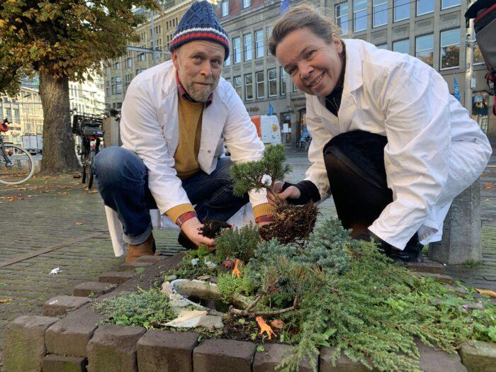 Annechien En Gert-Jan Planten Een Minispar.