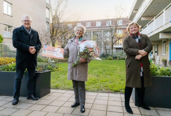 Lia Spaans (m.), Een Van De Drie Prijswinnaars Met Willem Krzeszewski En Saar Spanjaard Van Staedion.