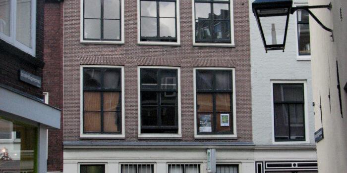 Na De Wijde Begijne Straat Is De Smalle Begijnestraat Aan De Beurt.