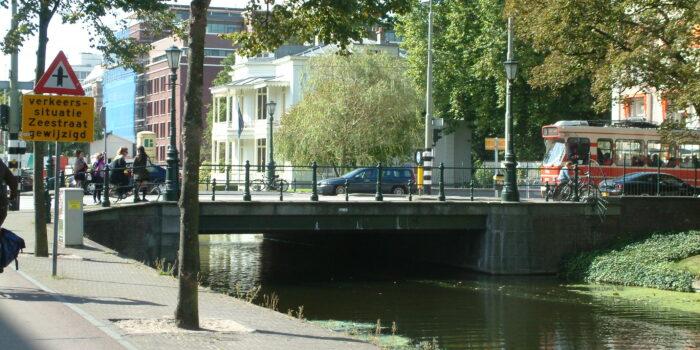 Mauritskade En De Willemsparkbrug. Door Minder Verkeer Wordt De Lucht Schoner In Centrum-Noord.