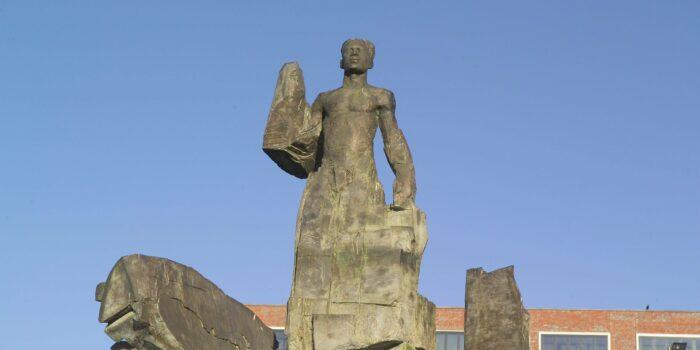 Het Standbeeld Van Anton De Kom
