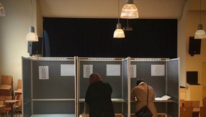 Kandidaat-Kamerleden In Zuidoost De Straat Op