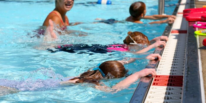 Kinderen Pakken Hun Zwemlessen Weer Op In De Stad!