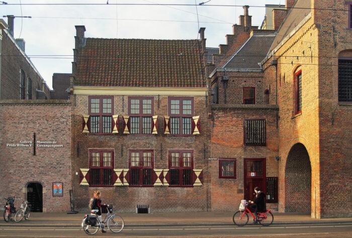 Museum De Gevangenpoort Ligt Op Een Steenworp Afstand Van Het Binnenhof.