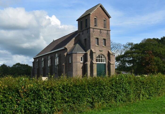 De Kerk In Vinkega Zonder Torenspits. De Torenspits Van Sint Johannes De Deoziekenhuis Gaat Erheen.