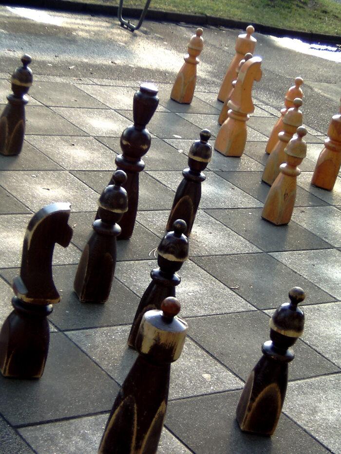 Sinds Kort Kan Er Worden Geschaakt Op Het Schaakbord Op Plein '40-'45.