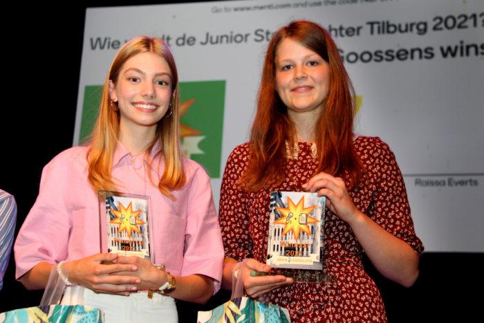 De Nieuwe Stadsdichter Gina Goossens (r.) En Raissa Everts.