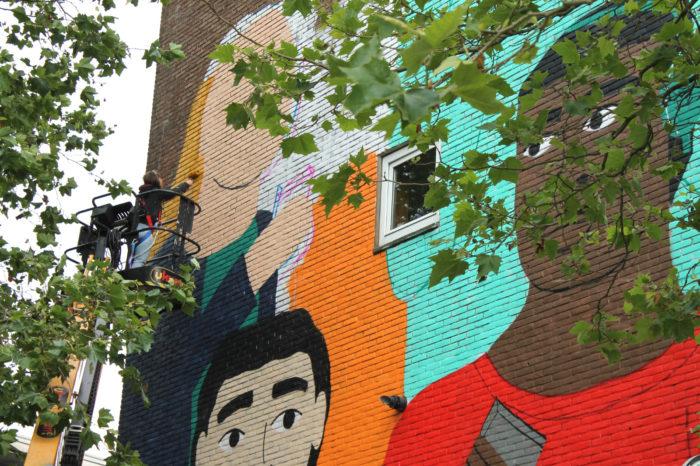 Muurkunst In De Nicolaas Ruychaverstraat.