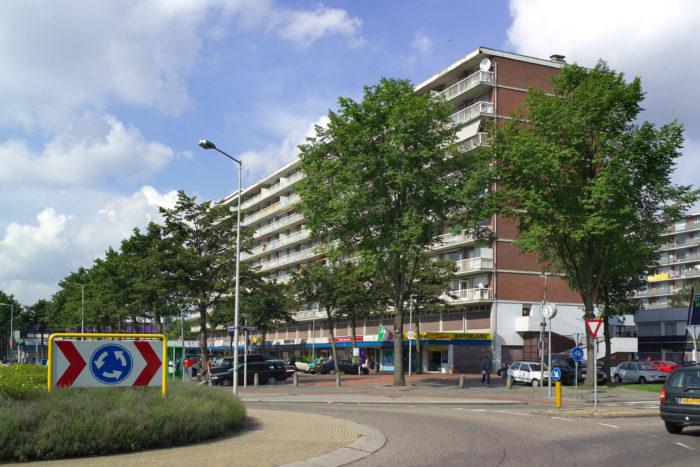 Er Wordt Gecontroleerd Op Wapens In De Waterlandpleinbuurt.