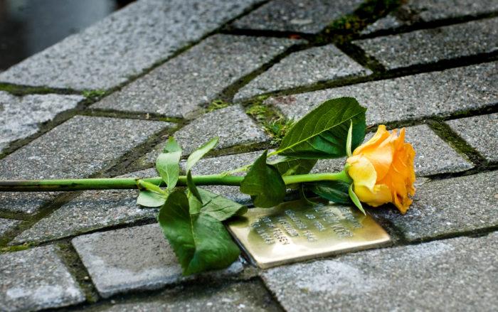 De Geplaatste Stolpersteine Zijn De Eerste In Nederland Voor Mensen Die Homoseksueel Of Lesbisch Waren.