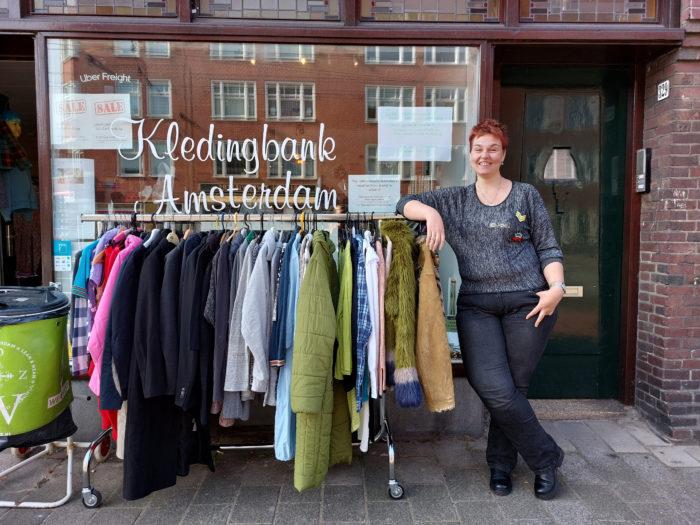 Initiatiefneemster Van De Kledingbank Emmy Medik.