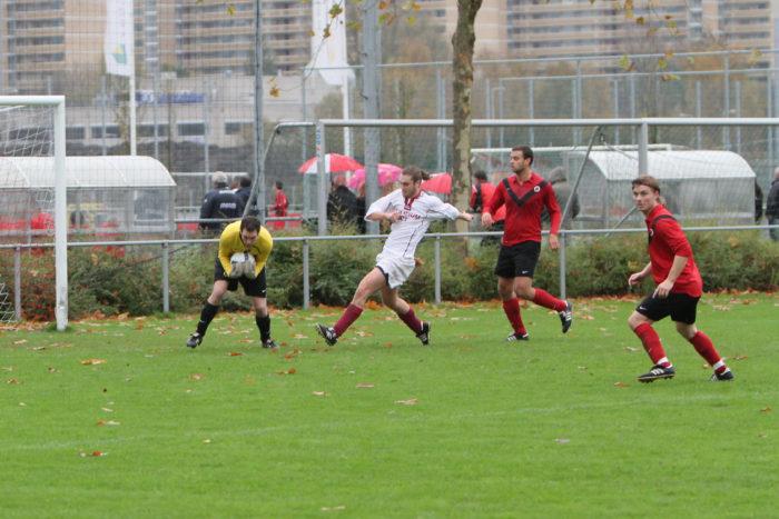 Spelers Van AFC Voetballen Op De Duurste Grond Van Het Land.
