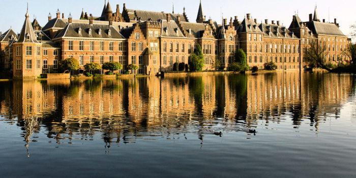 Het Binnenhof Is Al Achthonderd Jaar Het Strijdtoneel Van De Macht.