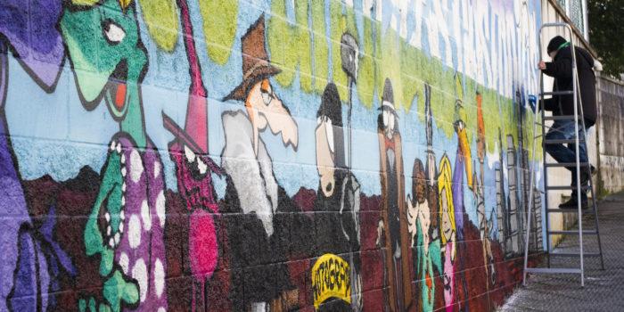 Graffitikunstenaar Ben Plummer Verzorgt De Workshop Van Deze Streetart.